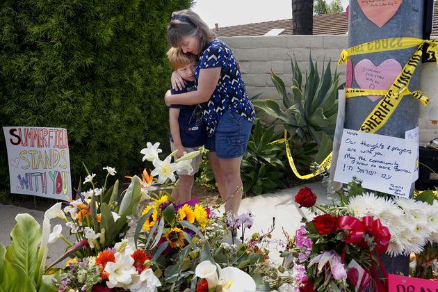 에잇챈 사용자가 한 여성을 죽인 포웨이의 시나고그 앞. 지난