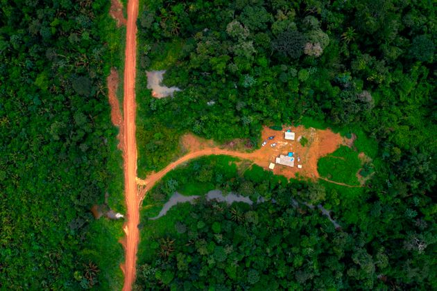 Bolsonaro nega i dati scomodi sulla deforestazione e intanto l'Amazzonia