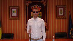 Gobernar desde la ceguera: el día a día de un alcalde