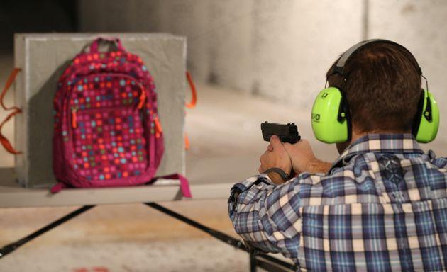 En décembre 2012, peu après la fusillade survenue dans une école primaire, Rich...