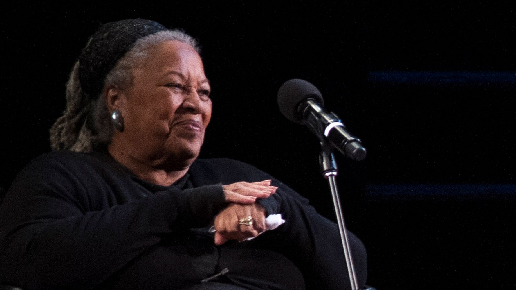 Westlake Legal Group 5d49ca2a3b00003900dae737 Video Of Toni Morrison Calling Out 'Powerfully Racist' Question Goes Viral