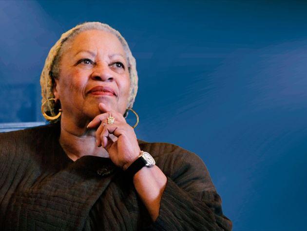Em 1993, a autora recebeu o Prêmio Nobel de Literatura, tornando-se a primeira mulher negra a receber...