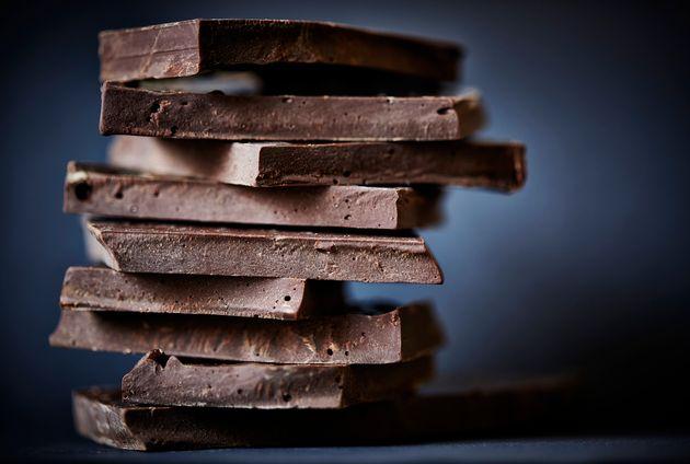 Pessoas que comem chocolate amargo têm menos chances de ter depressão, diz