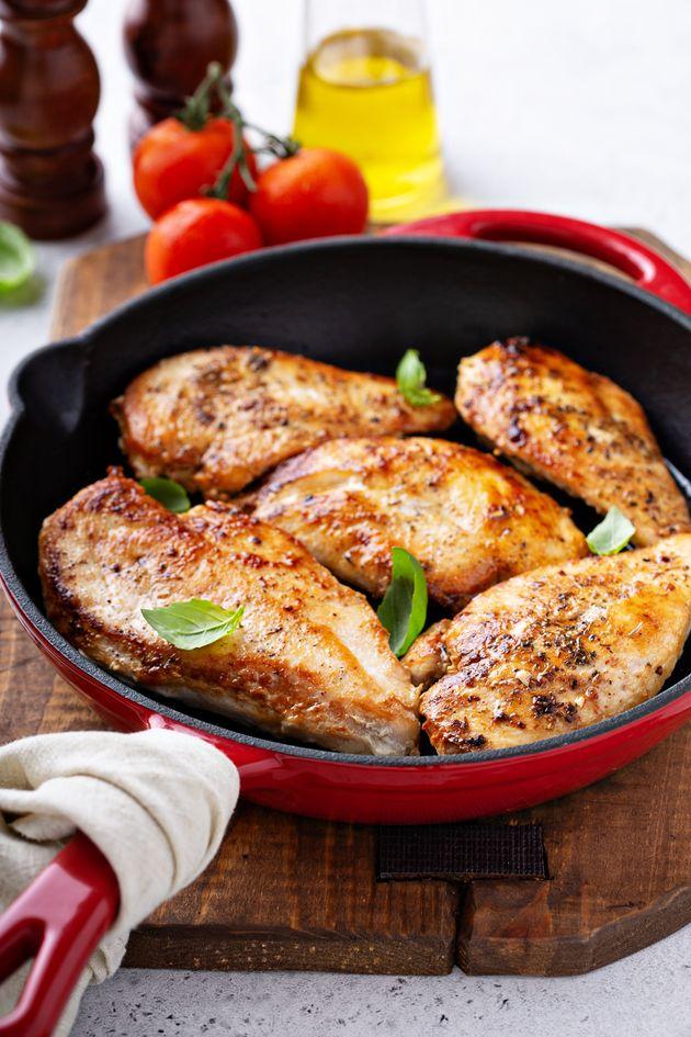 Quanto tempo leva para assar, grelhar ou fritar um frango com