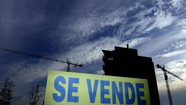 La compraventa de viviendas regresa a tasas negativas tras caer un 9% en