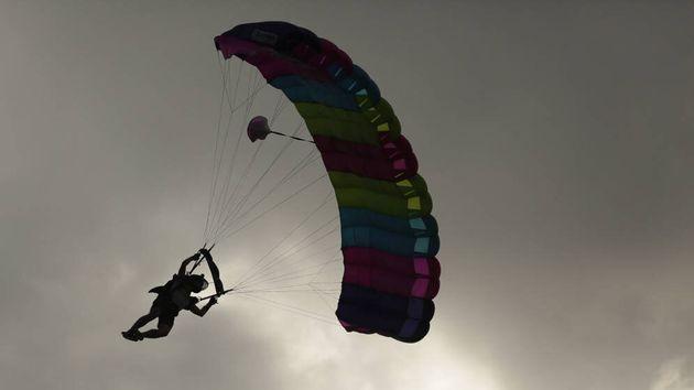 Muere un 'youtuber' que se lanzó en paracaídas para grabarlo y colgar el