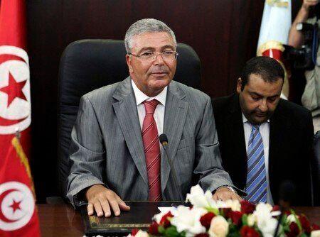 Élection présidentielle: Le ministre de la Défense Abdelkrim Zbidi dépose sa candidature à l'ISIE et...