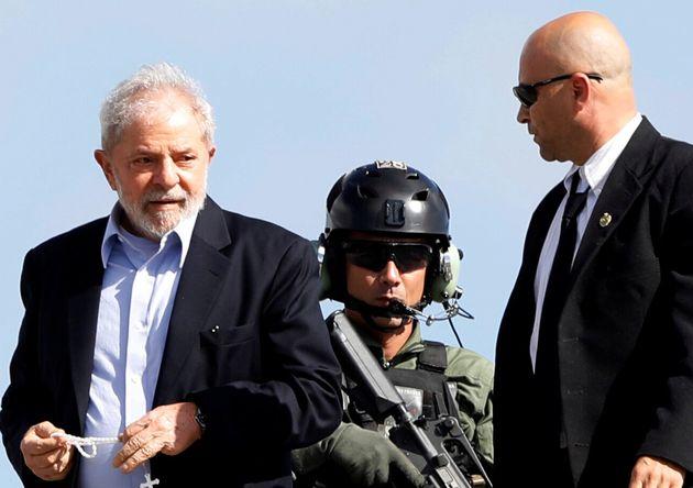 O ex-presidente Lula cumpre pena por corrupção e lavagem de dinheiro, no caso do triplex...
