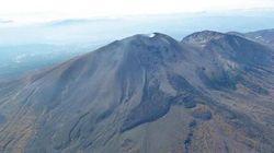浅間山が噴火、火口縁上1800m以上に噴煙上昇。警戒レベル3に引き上げ入山規制に