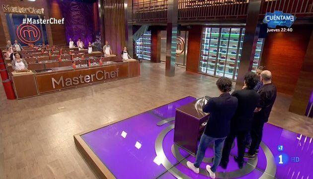 Jordi Cruz se defiende tras las críticas por esta imagen de 'MasterChef': fíjate en lo que hay sobre...