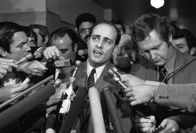 Vincent Bugliosi addresses reporters outside a Los Angeles courtroom in