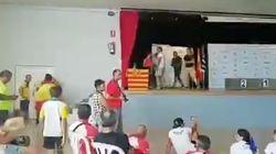 Polémica por no permitir a unos menores recoger un premio con una bandera de