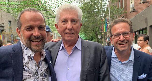 Gilles Duceppe (centre) et Yves-François Blanchet (droite) devant le local électoral de...