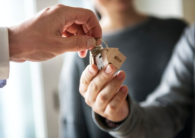Comprar una casa es un 21% más barato que antes de la crisis, pero alquilar un 11% más