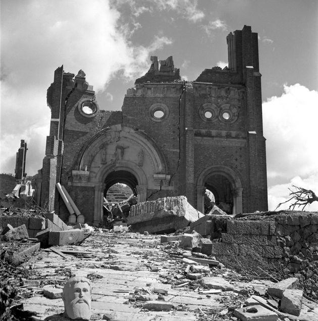 原爆で破壊された浦上天主堂(1945年9月撮影)