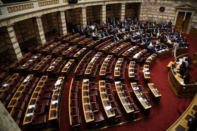Τέλος το πανεπιστημιακό άσυλο - Επεισοδιακή ψήφιση του διϋπουργικού