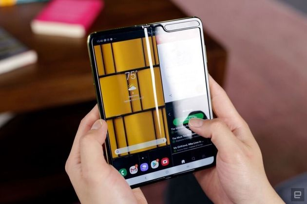 折りたたみ式スマートフォン画像