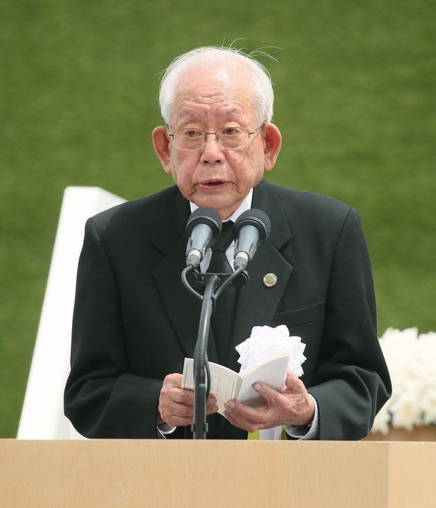 長崎原爆犠牲者慰霊平和祈念式典で「平和への誓い」を述べる被爆者代表の山脇佳朗さん=9日午前、長崎市松山町の平和公園