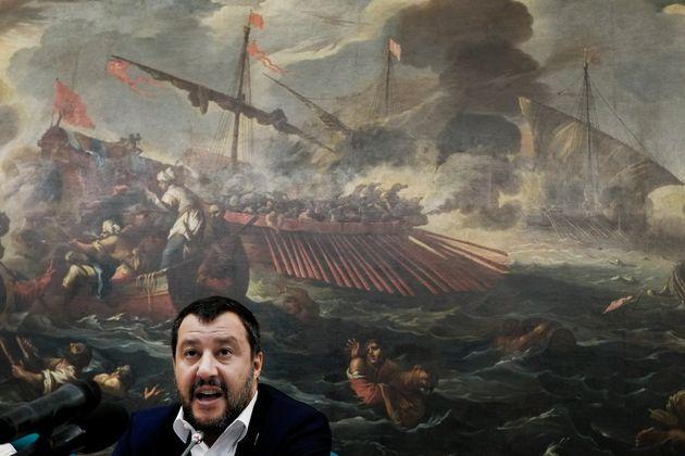 Ο Σαλβίνι θέλει να ξεφορτωθεί το Κίνημα των 5 Αστέρων και πυροδοτεί πρόωρες
