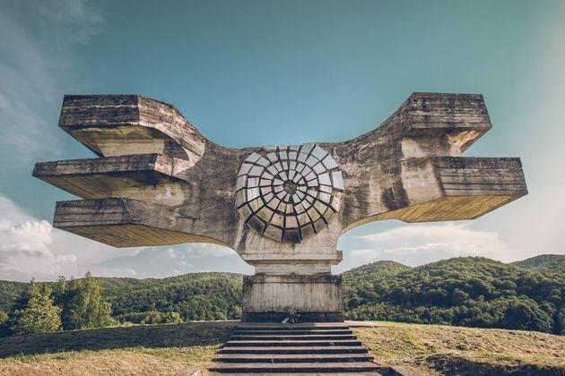クロアチアにある「モスラヴィナの革命記念碑」(『旧共産遺産』より)