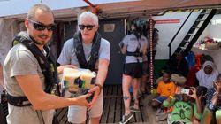 Richard Gere se sube al barco de Open Arms para llevar víveres a los migrantes