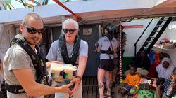 O Ρίτσαρντ Γκιρ στη Λαμπεντούζα προς υποστήριξη του πλοίου με τους 124