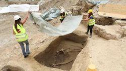 Una necropoli emerge dagli scavi della metro a Milano. E spunta un