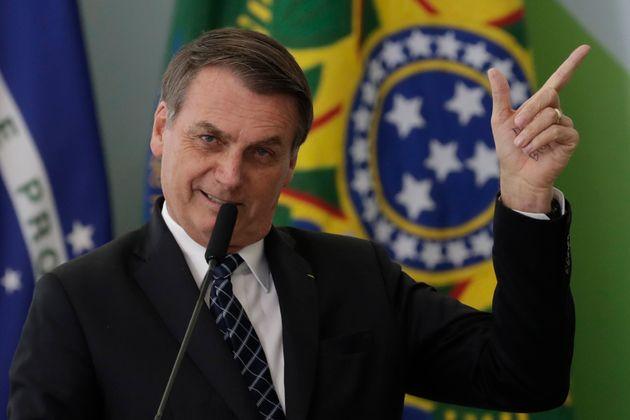 Bolsonaro sugere 'fazer cocô dia sim, dia não' para ajudar meio