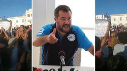 Salvini contestato a Peschici, i turisti cantano