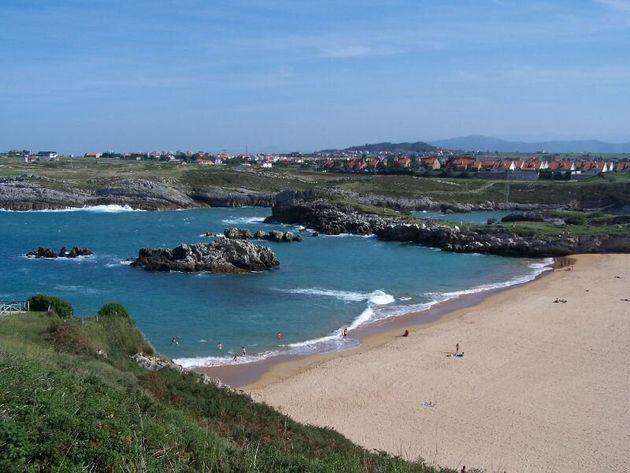 Cierran dos playas de Cantabria por una