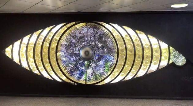 『新宿の目』が復活。元どおり輝く瞳にネット歓喜「手術が終わった」(動画)