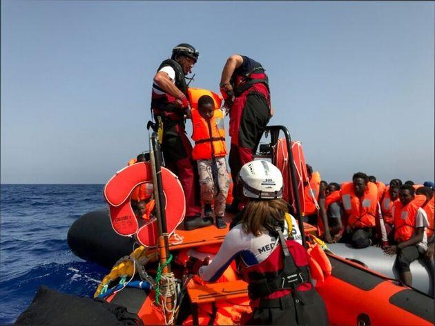 Méditerranée: 85 migrants sur l'Ocean Viking, Richard Gere soutient les bloqués depuis une semaine sur...