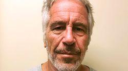 Le directeur de la prison où est mort Jeffrey Epstein a été