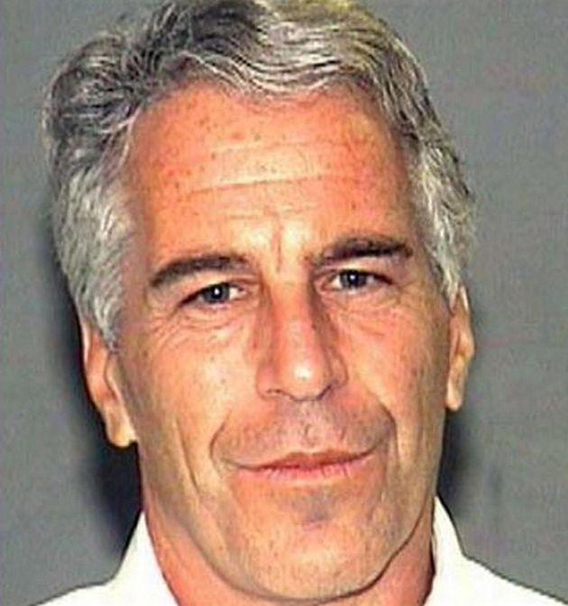 Si suicida in cella Jeffrey Epstein, il miliardario amico di Clinton e dei potenti, che organizzava orge...