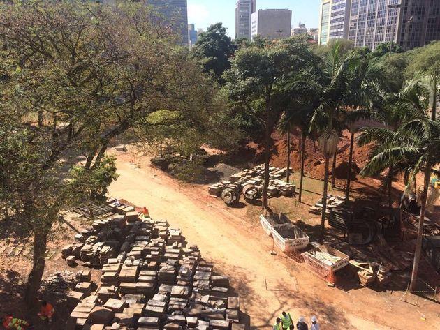 Obras paralisadas no Vale do Anhangabaú,por uma decisão judicial a pedido do Preserva...