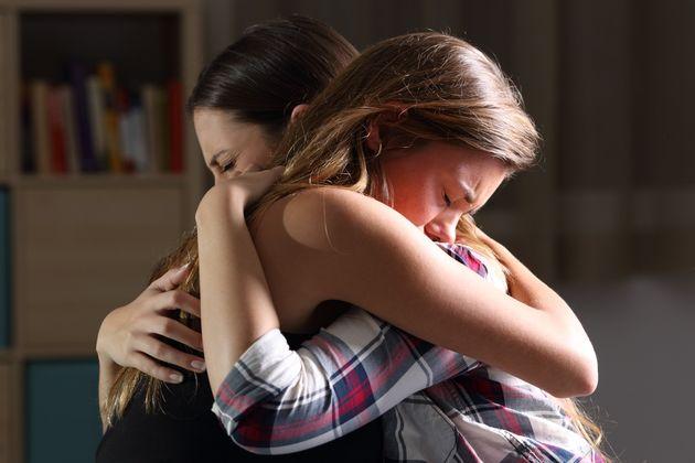 딸로부터 학대받는 연애 관계에서 벗어나라는 말을