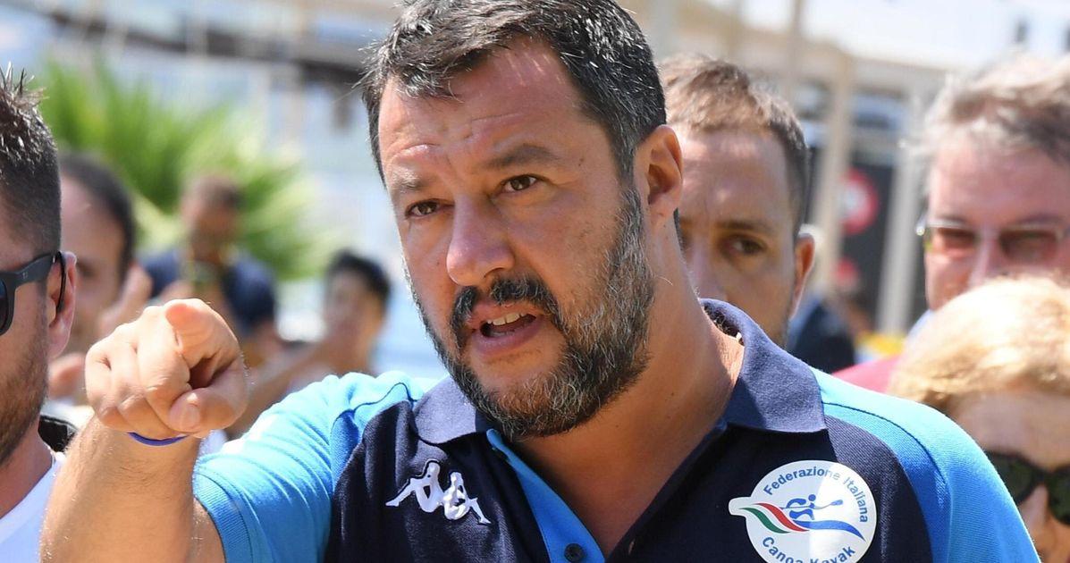 Mago Salvini: annuncia una manovra delle meraviglie. Tasse al 15% e nessun aumento dell'Iva