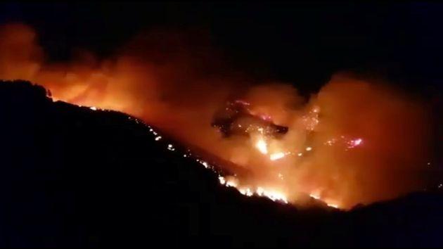 Logran contener el incendio que afecta a Gran