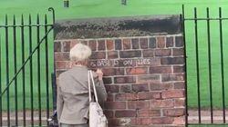 La tagueuse anti-Brexit acharnée était... une mamie de 71