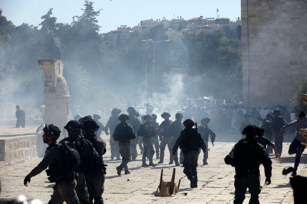 Συγκρούσεις μεταξύ Ισραηλινών αστυνομικών και Παλαιστινίων στην