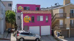 Une maison rose à émoticônes attise une querelle entre voisins en