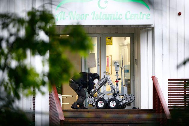 Νορβηγία: Ύποπτος για τον φόνο της ετεροθαλούς αδελφής του ο δράστης της επίθεσης σε τζαμί στο