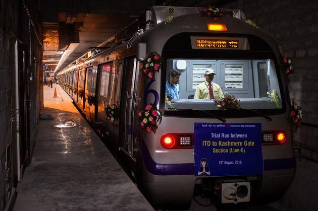 A Delhi Metro Employee Livestreamed His Suicide On Facebook Wearing His
