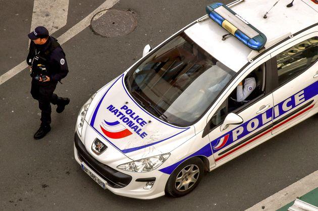 La police est intervenue dimanche 11 août au soir dans un square de Menton, après qu'un...