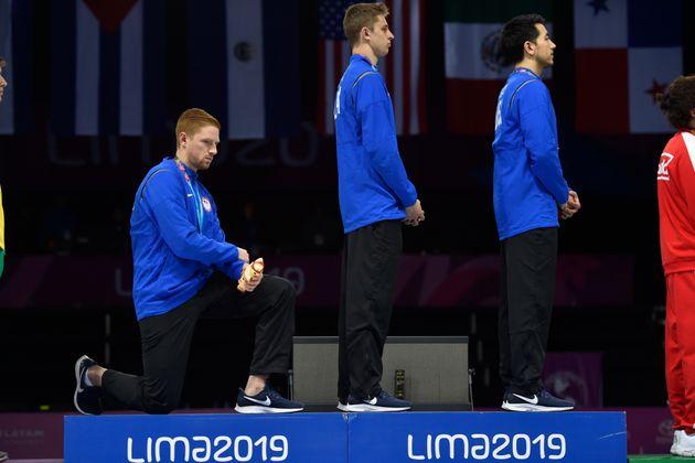 Sur le podium des Jeux panaméricains, l'escrimeur américain Race Imboden a clairement boycotté...