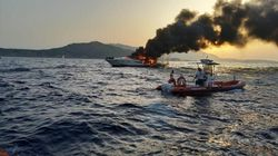 Yacht va a fuoco e affonda a Porto Cervo. Salve le 8 persone a
