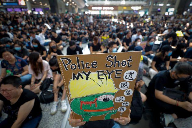 Χονγκ Κονγκ: Ακυρώσεις πτήσεων, λόγω συγκέντρωσης διαδηλωτών στο