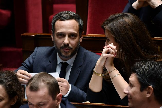 Adrien Taquet (à gauche) et Marlène Schiappa veulent que la France enquête à...