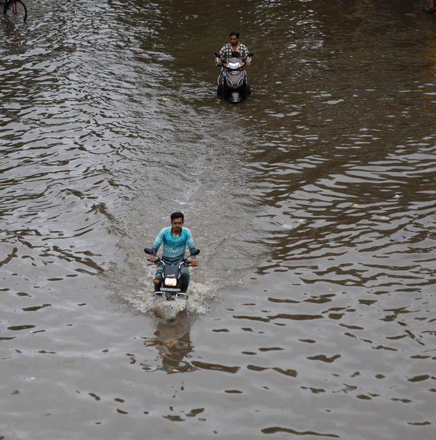 Ινδία: Τουλάχιστον 184 νεκροί από τους