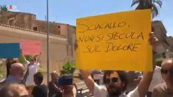 Incontra i genitori dei cugini uccisi dal suv, Salvini contestato a Vittoria: